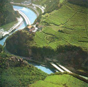 Passaggio impegnativo a Nord di Bolzano - La sequenza viadotto Renon (295 m) - Galleria Chiusalta (236 m) - Viadotto Collepietra (327m) per superare un gomito nella valle dell'Isarco