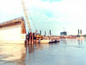 Trasporto del cemento - Zattere di trasporto delle betoniere nelle zone di getto delle pile