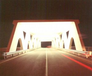 Vista notturna della struttura - L'interno del ponte
