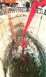 """Foundation well - Excavation of the 80 sqm wells sheltered by the """"freezed wall"""""""